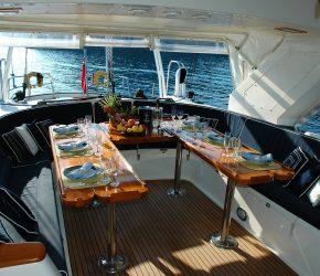 yacht-1258972_1920